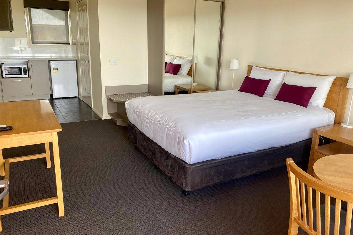 hay-new-south-wales-accommodation-accessible-room-1