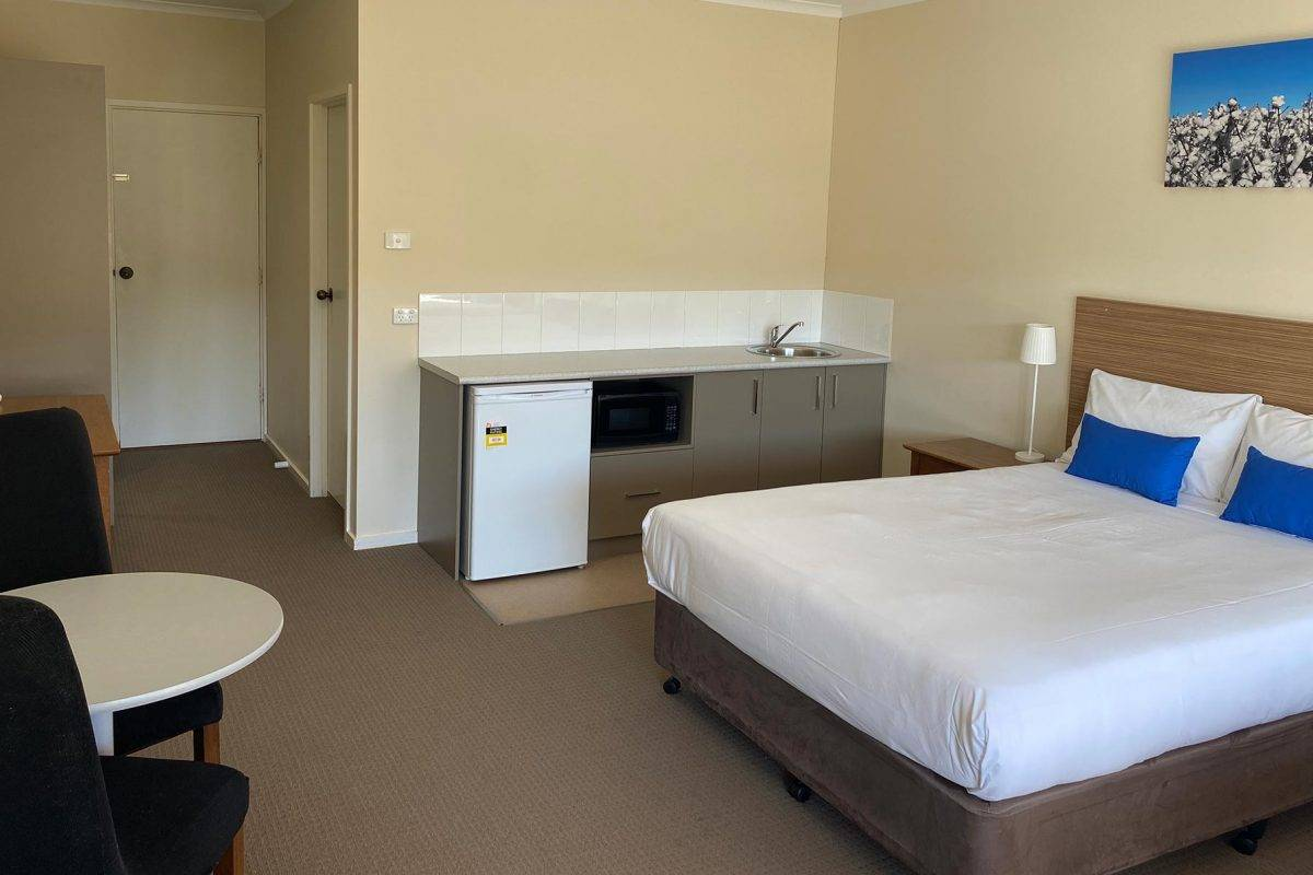 hay-new-south-wales-accommodation-triple-3