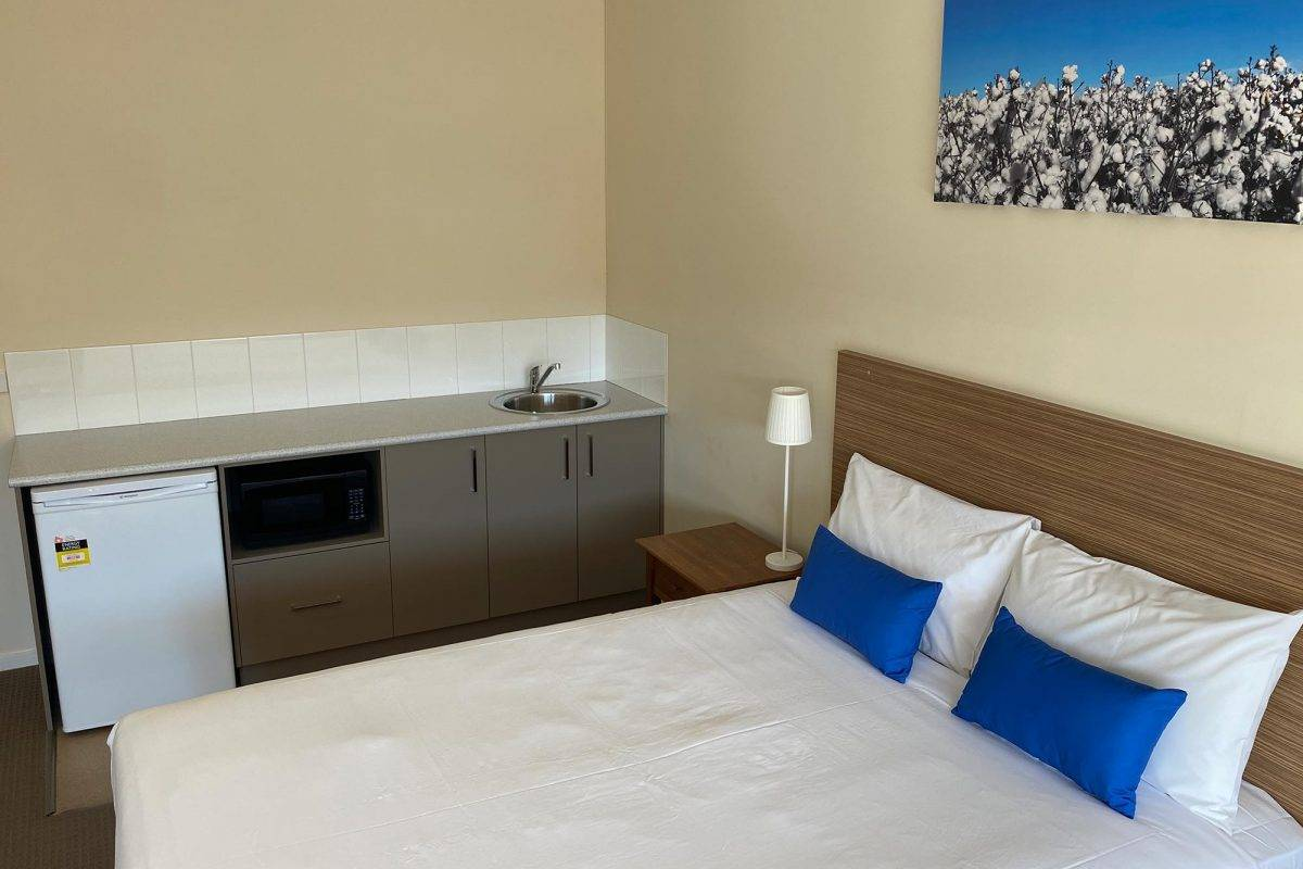 hay-new-south-wales-accommodation-triple-4